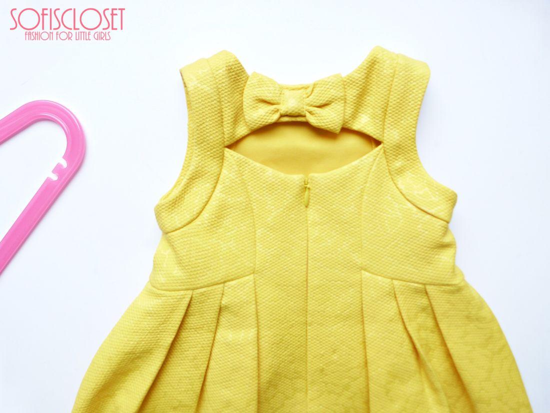 Cerimonia. Vestito giallo per la bambina