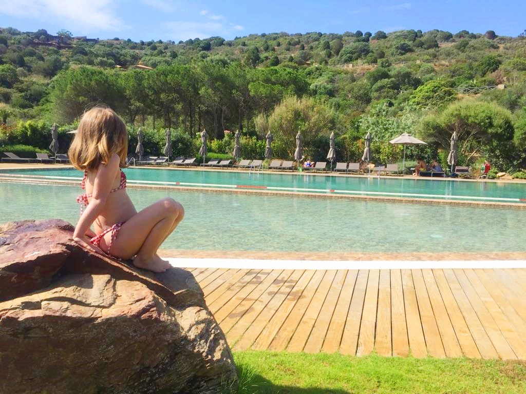 piscina-hotel-baia-chia